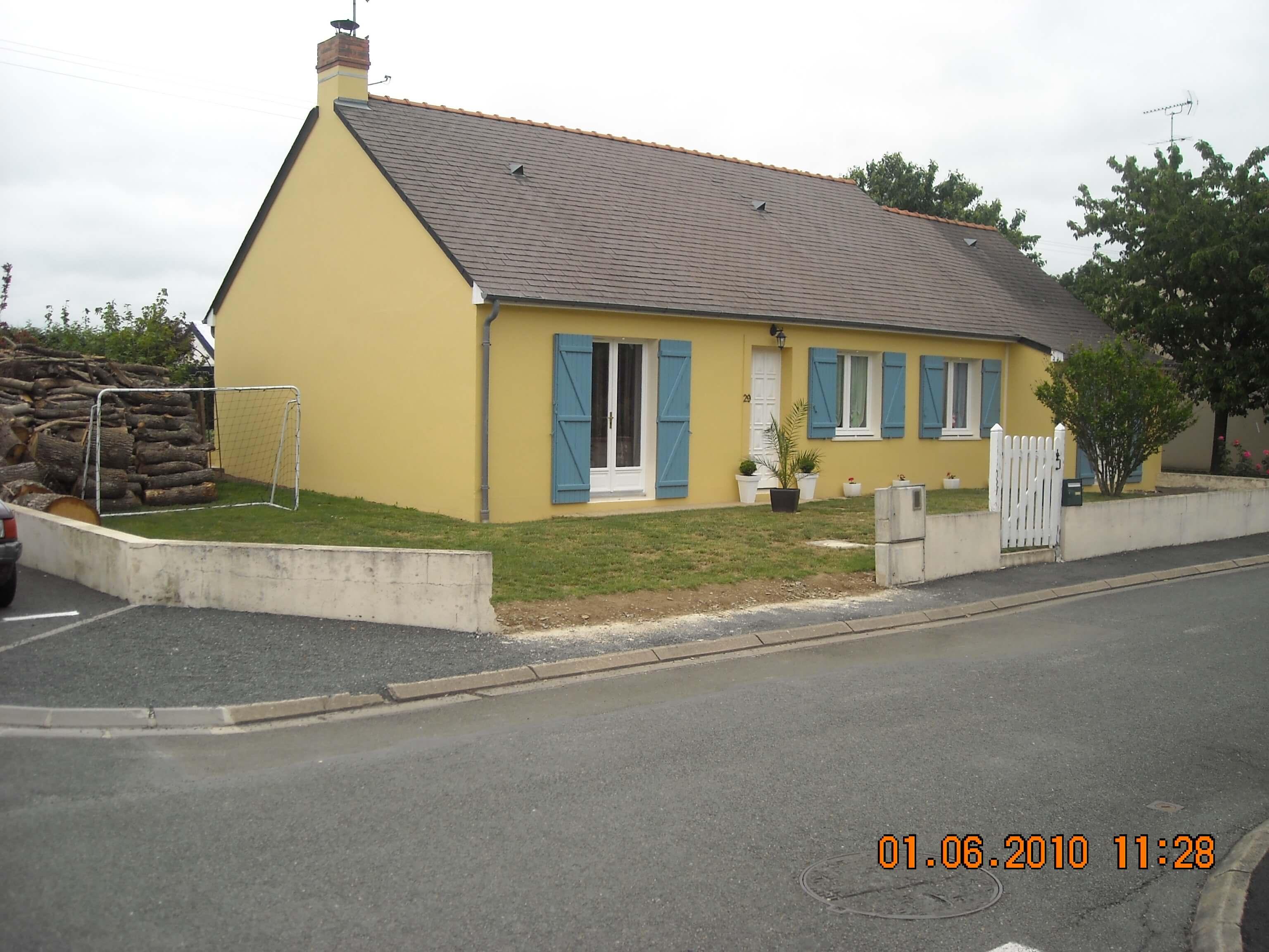 Rénovation façade jaune maison